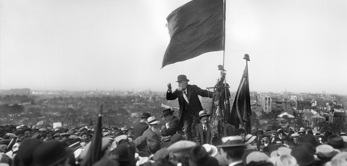 Discours de Jean Jaurès lors de la manifestation contre la «loi de trois ans» (qui prévoyait d'étendre de deux à trois ans la durée du service militaire) au Pré-Saint-Gervais, le 25 mai 1913. © M.-L. BRANGER/ROGER-VIOLLET